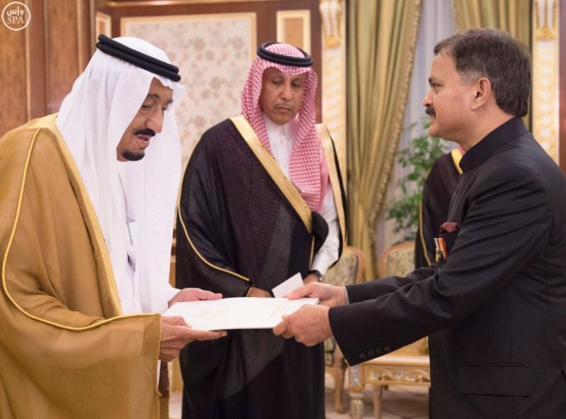 الملك سلمان يتسلم أوراق اعتماد 12 سفيراً لدى السعودية (5)