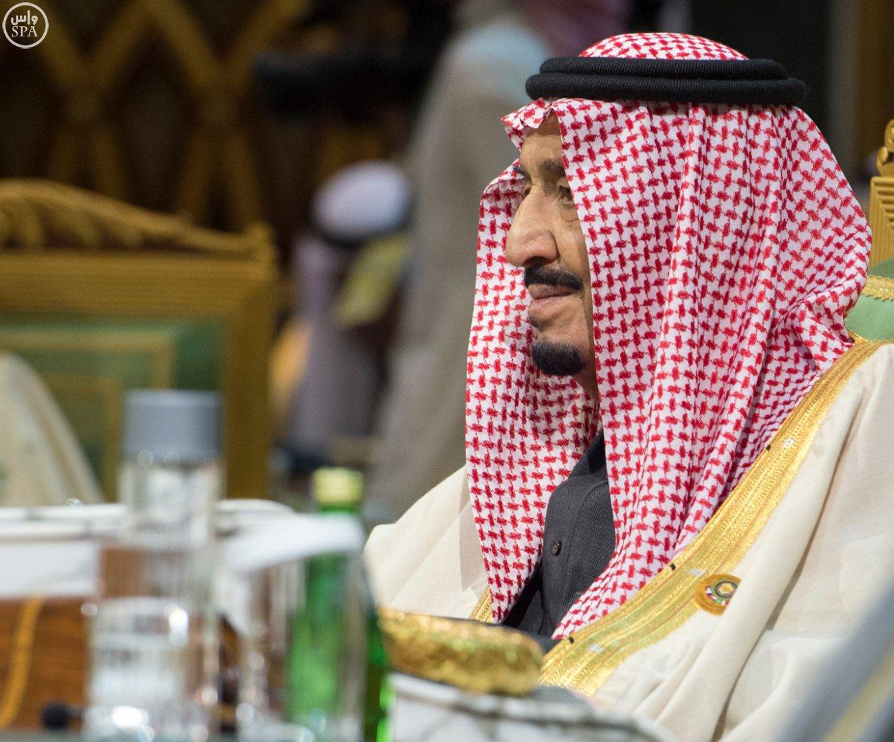 الملك-سلمان-يختتم-اعمال-القمة-الخليجية (9)