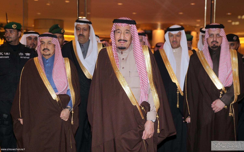 الملك-سلمان-يرعي-حفل-جئزة-الملك-خالد (1)