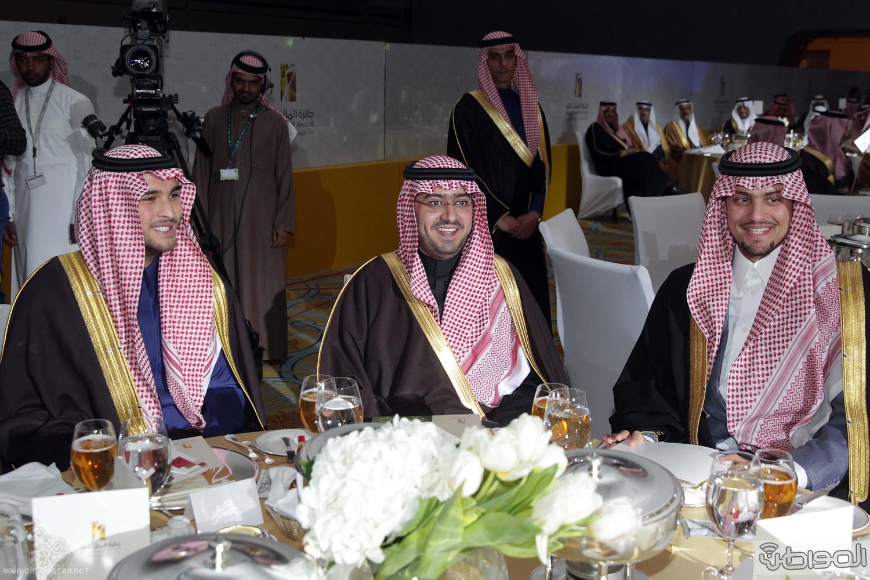 الملك-سلمان-يرعي-حفل-جئزة-الملك-خالد (25)