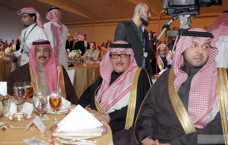 الملك-سلمان-يرعي-حفل-جئزة-الملك-خالد (27)