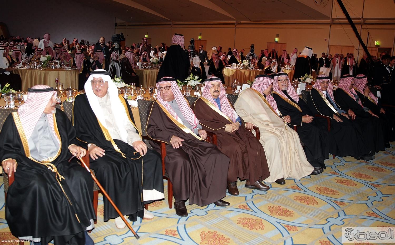 الملك-سلمان-يرعي-حفل-جئزة-الملك-خالد (3)