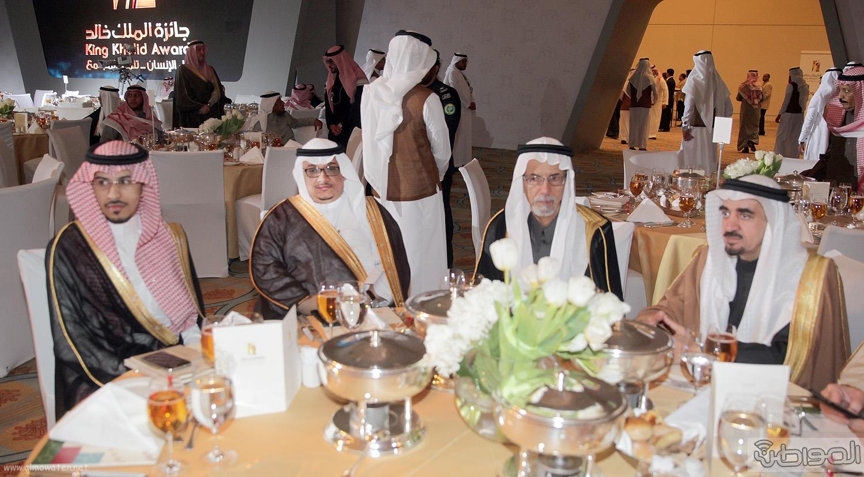 الملك-سلمان-يرعي-حفل-جئزة-الملك-خالد (43)