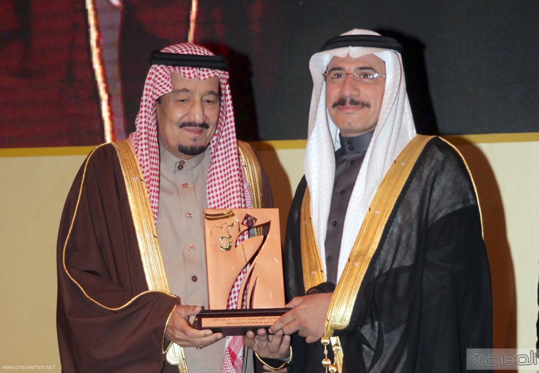 الملك-سلمان-يرعي-حفل-جئزة-الملك-خالد (7)