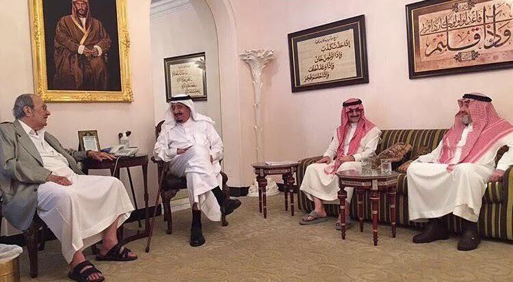 الملك سلمان يزور الامير طلال