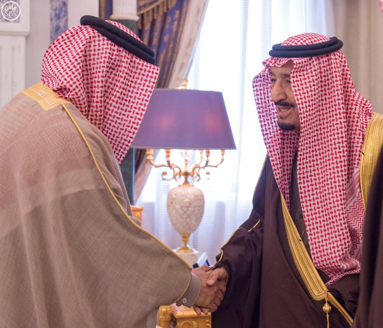 الملك سلمان يستقبل الزياني (4)