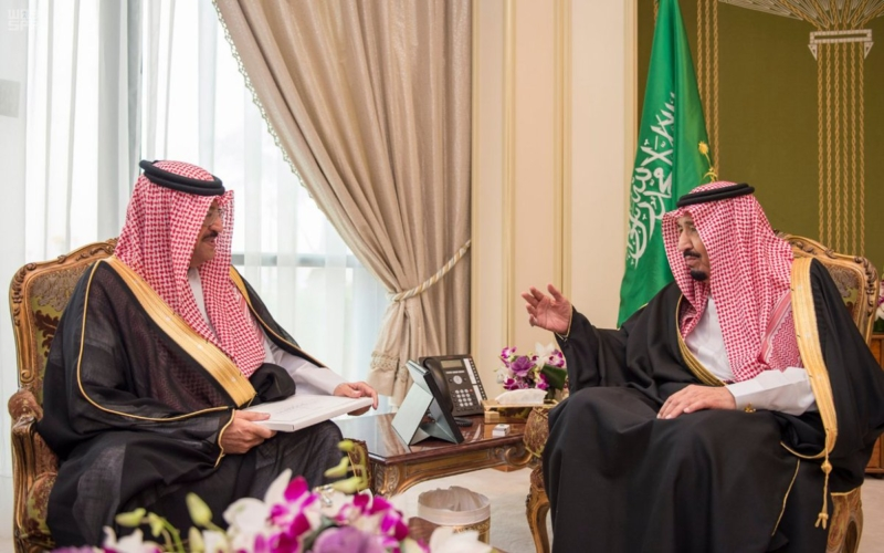 الملك سلمان يستقبل سفير البحرين