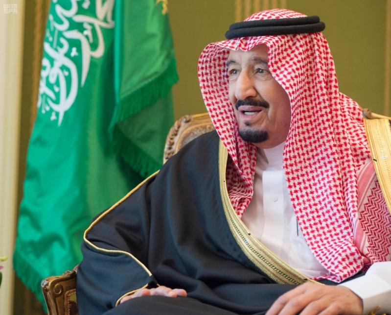 الملك سلمان يستقبل سفير البحرين3