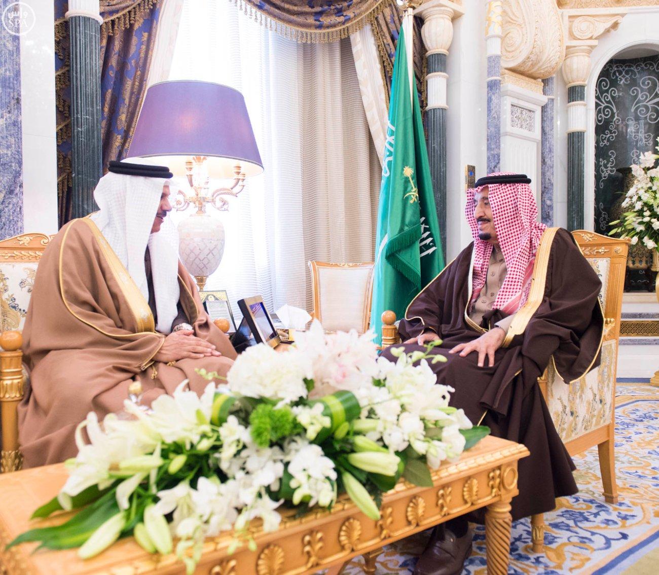 الملك-سلمان-يستقبل-عبداللطيف-الزياني (2)