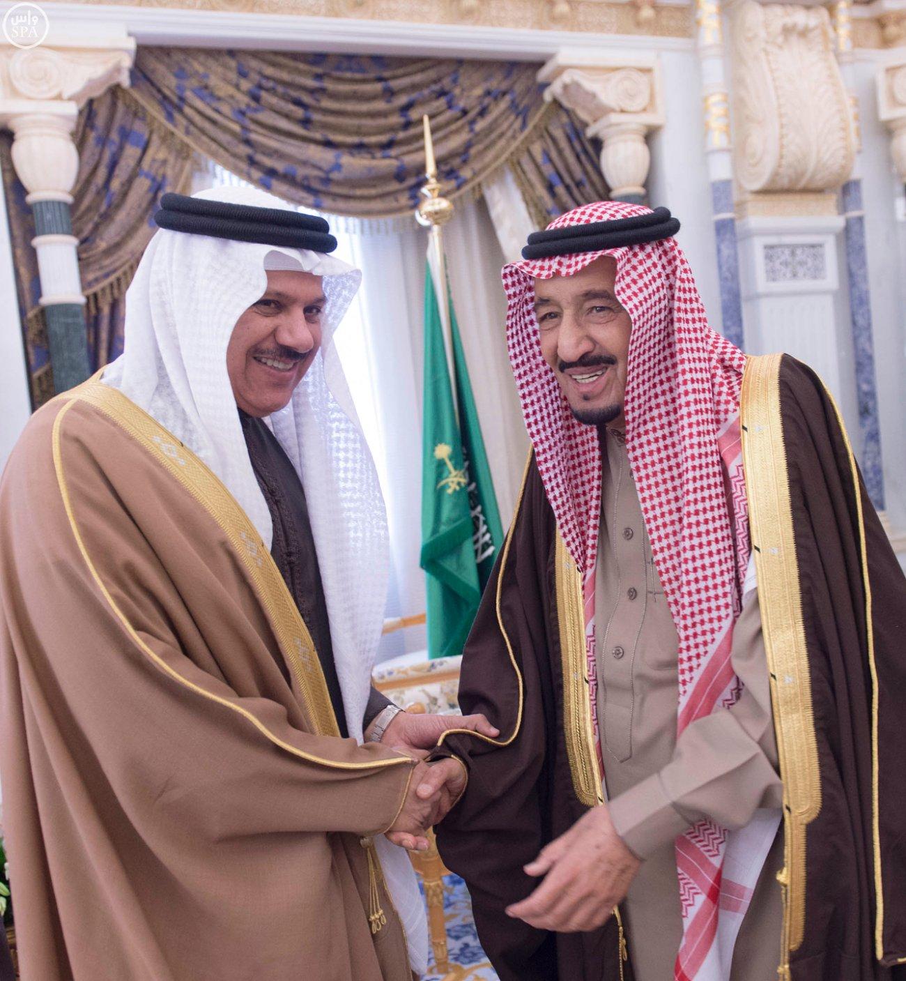 الملك-سلمان-يستقبل-عبداللطيف-الزياني (3)