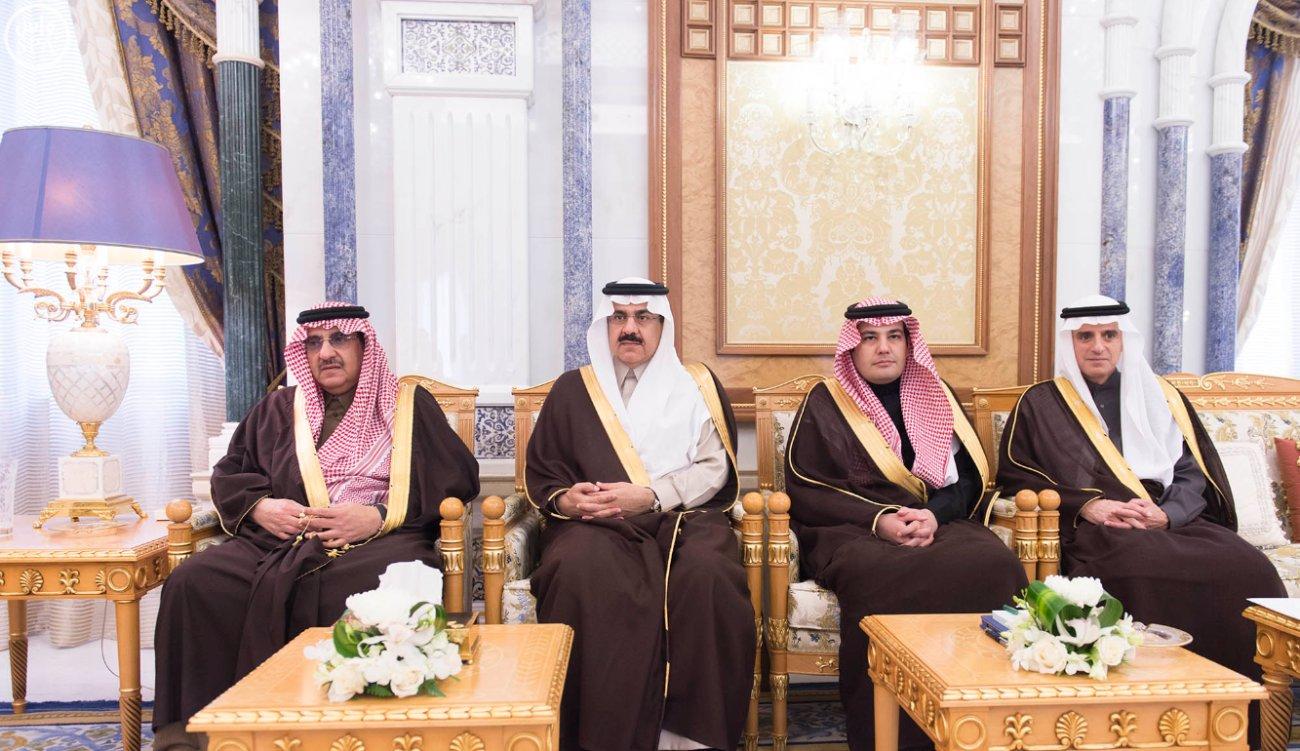 الملك-سلمان-يستقبل-عبداللطيف-الزياني (4)
