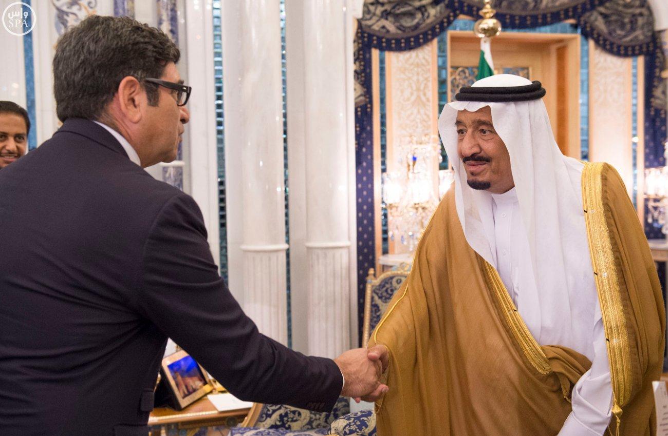 الملك سلمان يستقبل عميد السلك الدبلوماسي ورؤساء المجموعات الدبلوماسية (3)