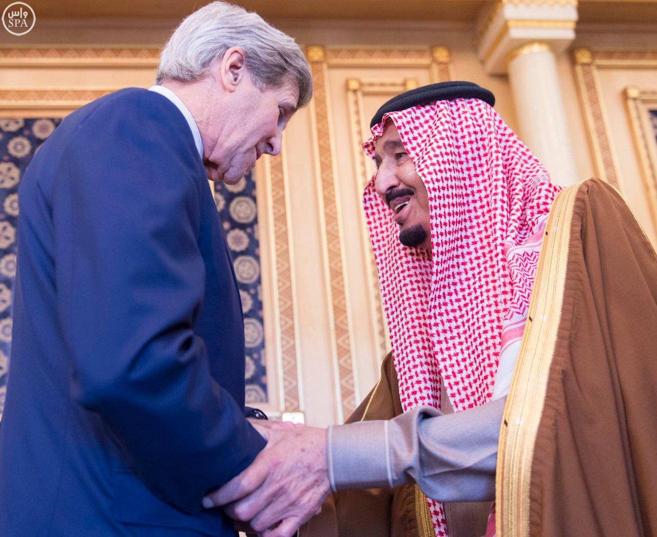 الملك سلمان يستقبل وزير الخارجية الامريكي جون كيري (4)