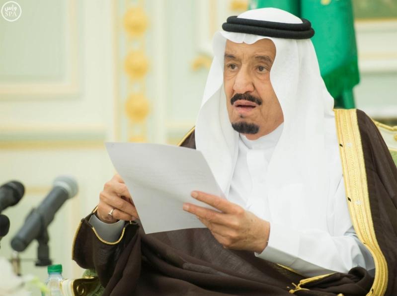 الملك سلمان يستقبل وزير العمل