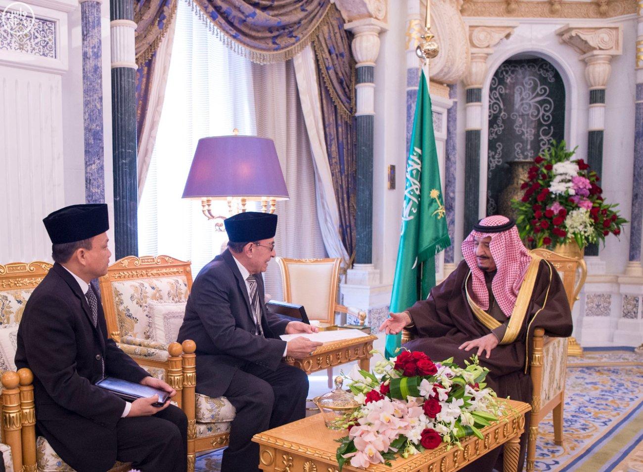 الملك سلمان يستلم رسالة من رئيس اندنوسيا (2)