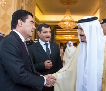 الملك سلمان يعقد جلسة مباحثات مع الرئيس التركمانستي.jpg14