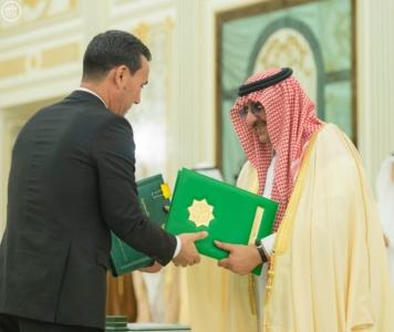 الملك سلمان يعقد جلسة مباحثات مع الرئيس التركمانستي.jpg3