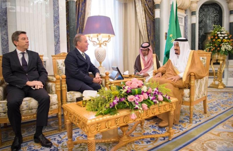 الملك سلمان يلتقي السفير الفرنسي (3)