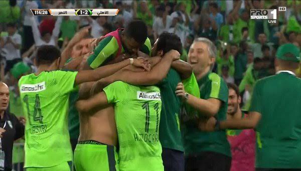 الملك سلمان يُسلم لاعبي الأهلي والنصر الميداليات3