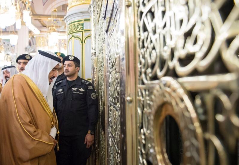 الملك في المسجد النبوي (34669060) 