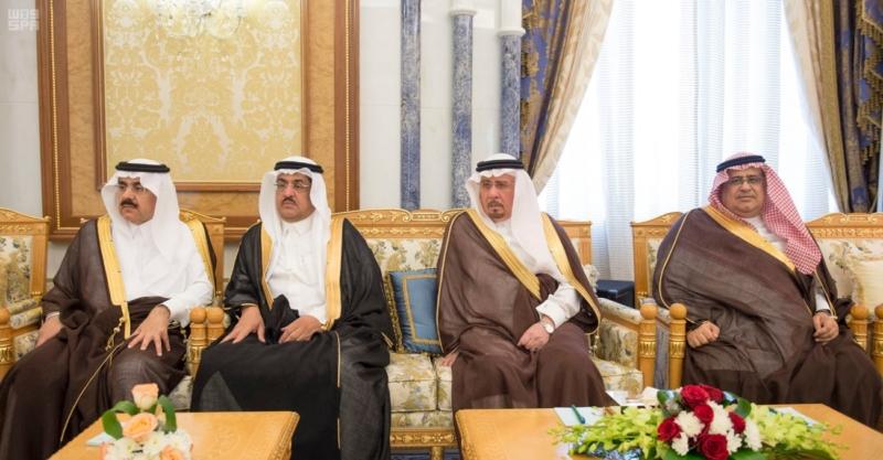 الملك مستقبلاً رياض حجاب (1)