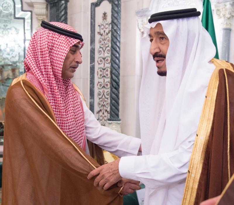 الملك يؤدي صلاة الميت على الأمير بدر بن محمد بن عبد العزيز10