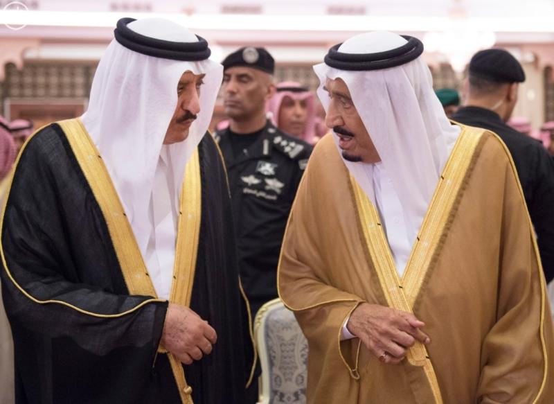 الملك يؤدي صلاة الميت على سمو الاميرة حصة بنت سعود2