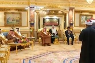 الملك يتسلم وسام اسرة العرش من سلطان بروناي