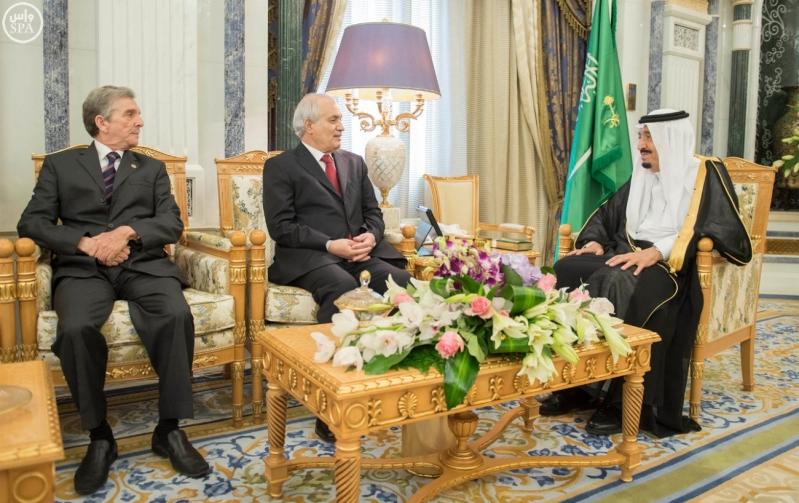 الملك يتلقى رسالة من الرئيس الجزائري1