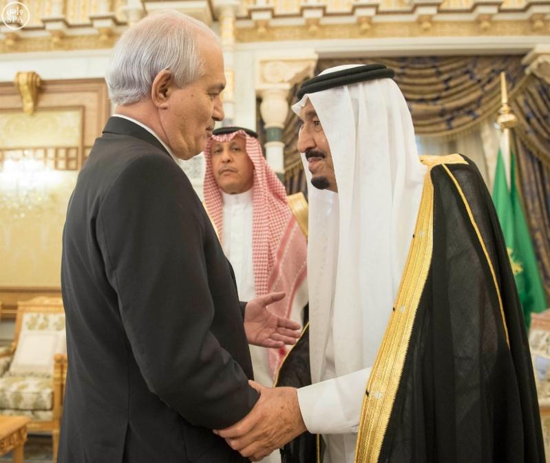 الملك يتلقى رسالة من الرئيس الجزائري12
