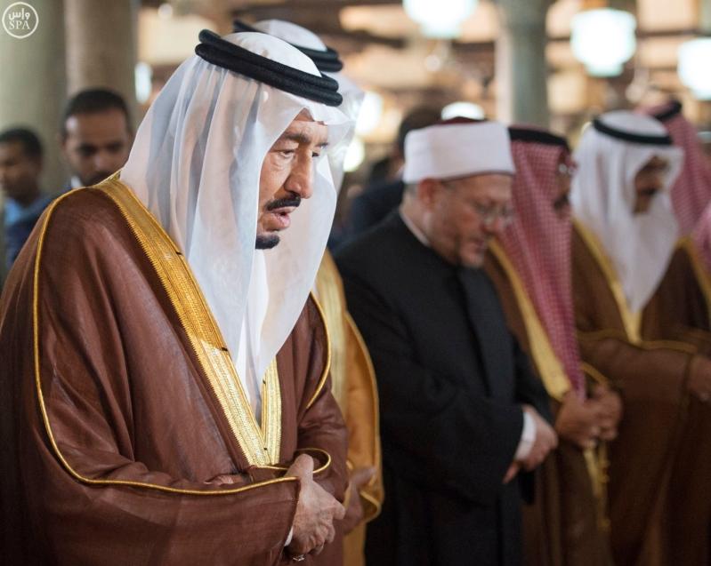 الملك يزور جامع الازهر10