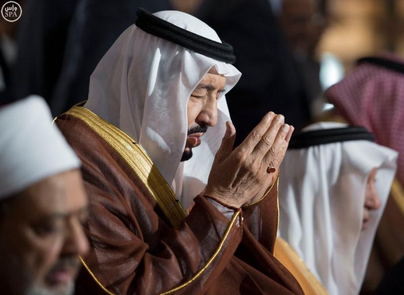 الملك يزور جامع الازهر11