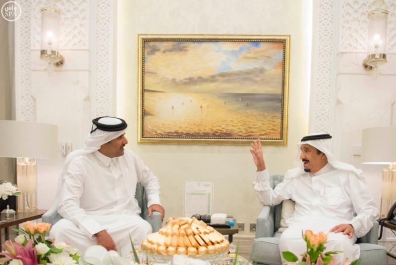 الملك يستقبل أمير قطر (2)