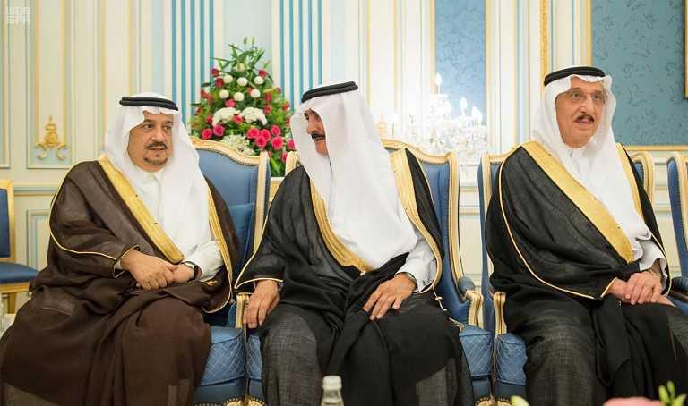 -يستقبل-الأمراء-والمفتي-ومواطنين-في-قصر-اليمامة-7