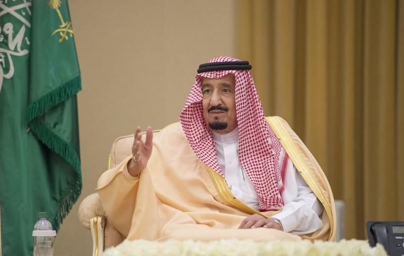 الملك يستقبل الامراء والعلماء وجموعا من المواطنين1