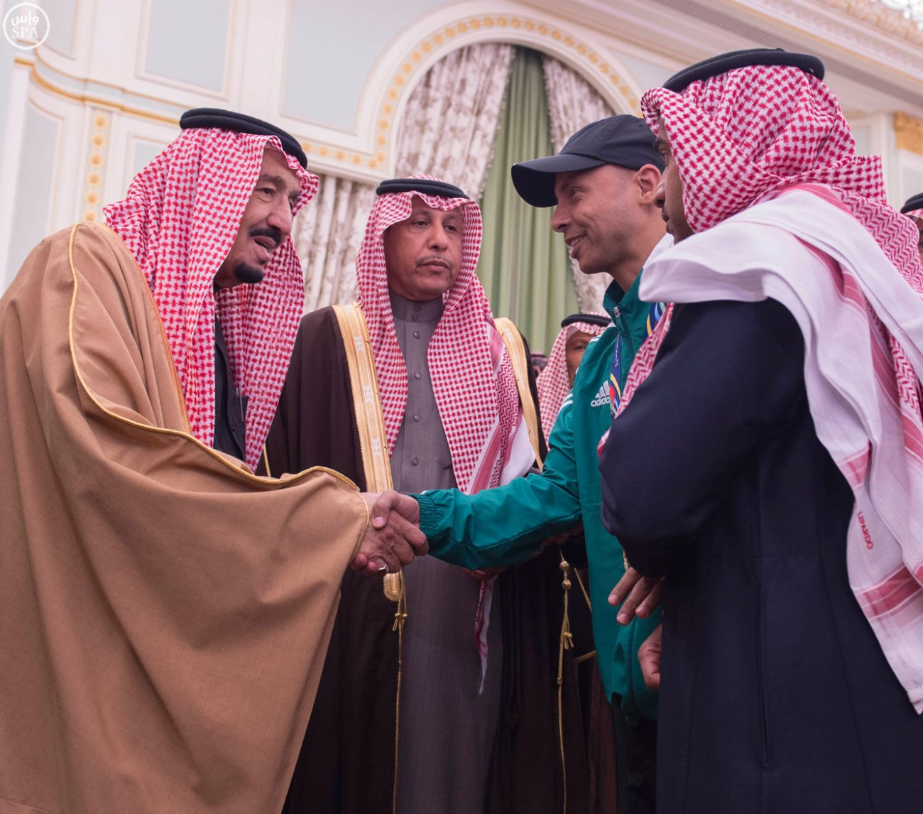 الملك-يستقبل-رئيس-اللجنة-الاولمبية (2)