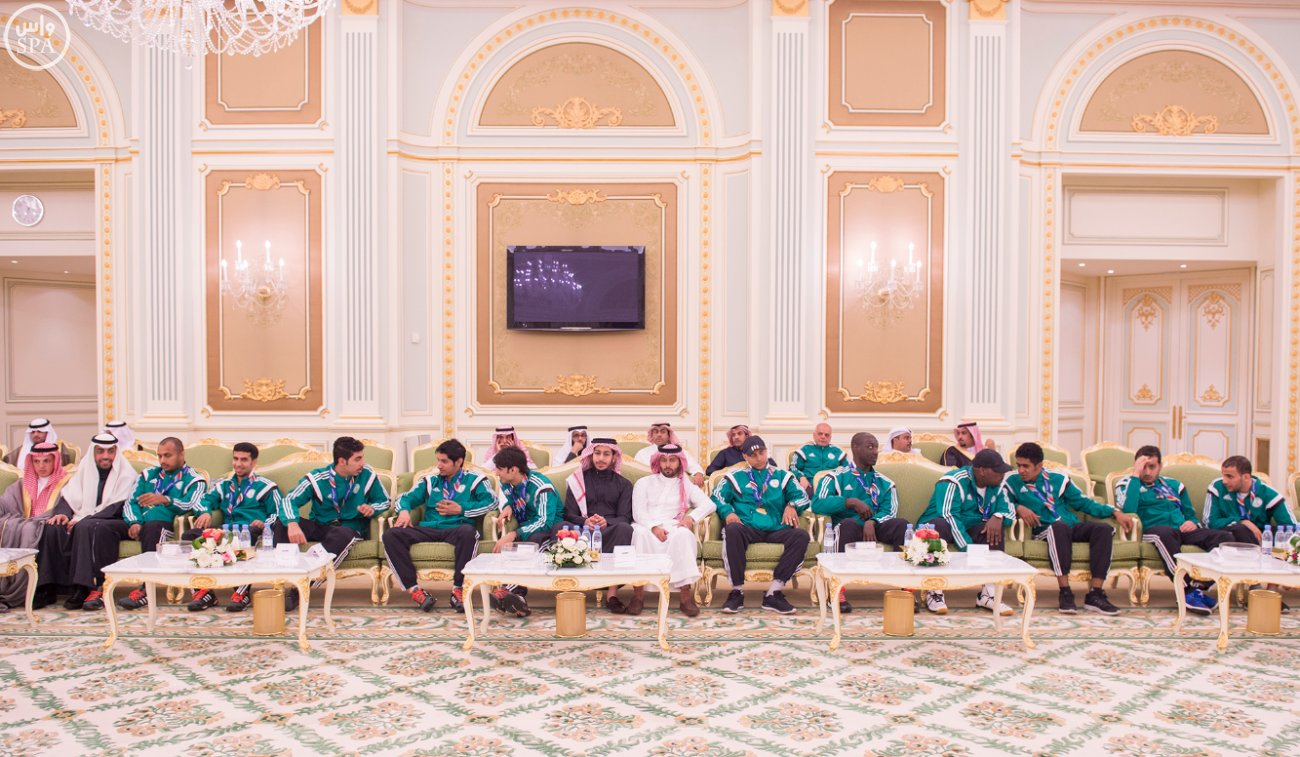 الملك-يستقبل-رئيس-اللجنة-الاولمبية (4)