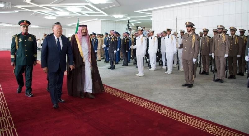 الملك يستقبل رئيس جمهورية كازاخستان (35914247) 