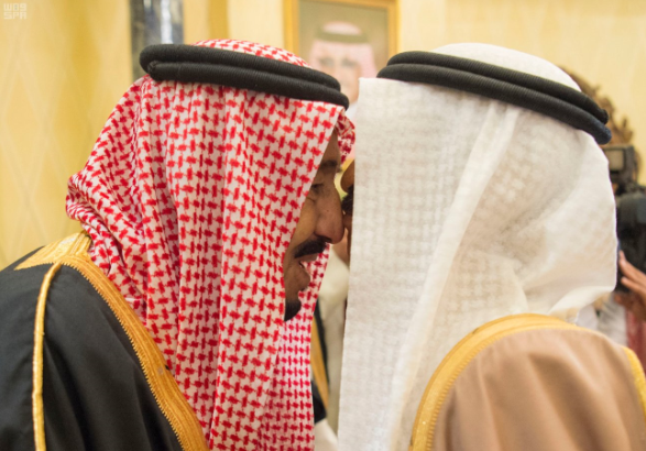 الملك يستقبل رئيس وزراء البحرين