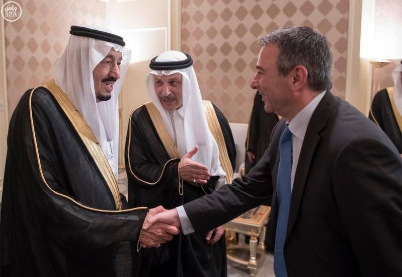 الملك يستقبل سفراء المعتمدين في مصر 3
