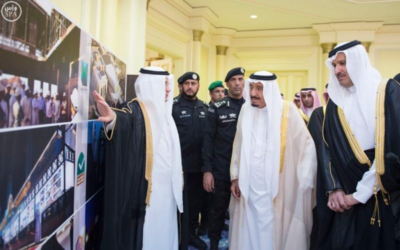 الملك يستقبل عددًا من الوزراء وكبار رجال الدولة