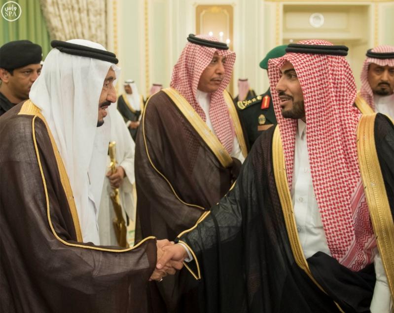 الملك يستقبل وزير الاسكان