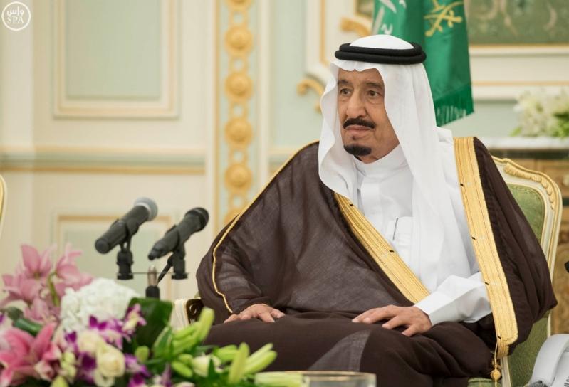 الملك يستقبل وزير الاسكان13
