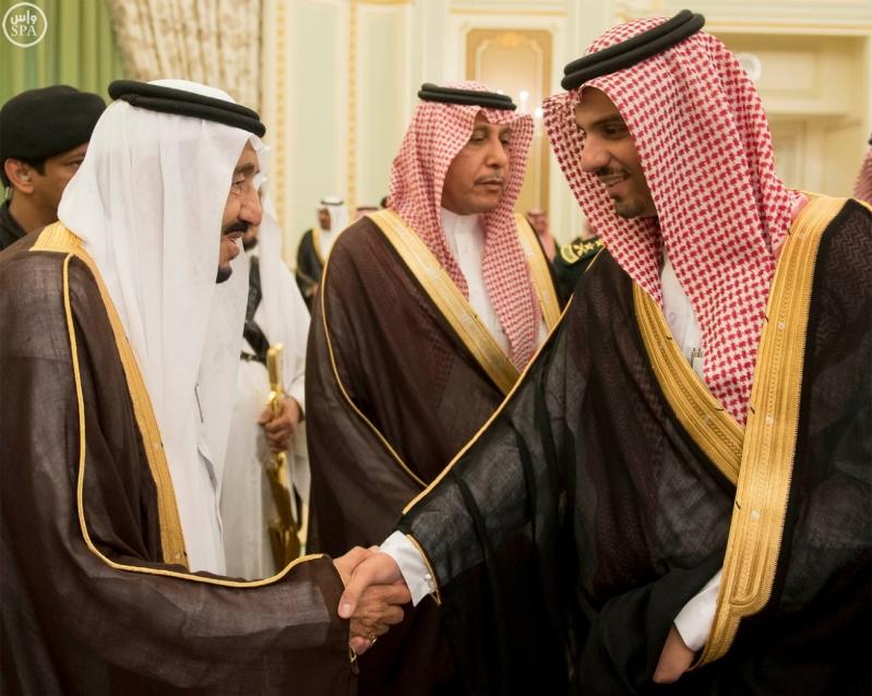 الملك يستقبل وزير الاسكان2