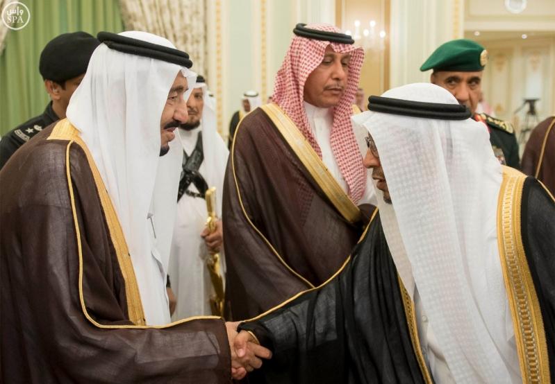الملك يستقبل وزير الاسكان3