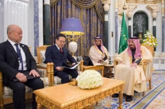 الملك يبحث مجالات تحقيق الرؤية السعودية اليابانية 2030 مع وزير الاقتصاد والتجارة الياباني - المواطن