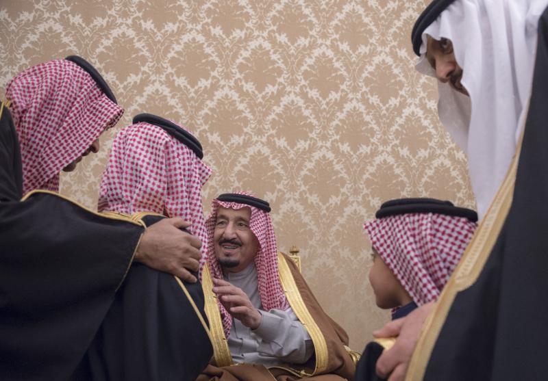 الملك يشرف حفل زواج ابناء اخيه الامير احمد بن عبدالعزيز (34669058) 