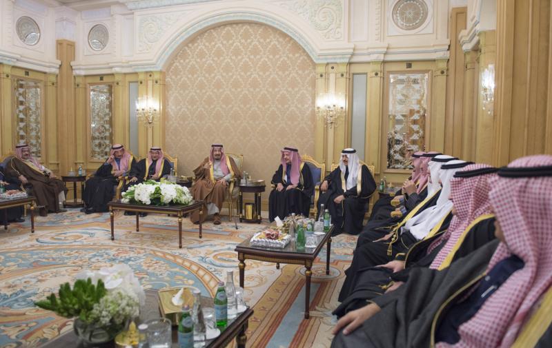 الملك يشرف حفل زواج ابناء اخيه الامير احمد بن عبدالعزيز (34669059) 