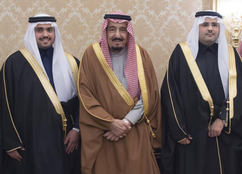 الملك يشرف حفل زواج ابناء اخيه الامير احمد بن عبدالعزيز (34669064) 