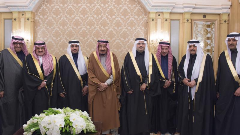 الملك يشرف حفل زواج ابناء اخيه الامير احمد بن عبدالعزيز (34669065) 